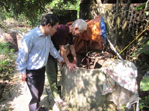 Hộ dân ở khu 5A, thị trấn Cao Phong sử dụng giếng đào, nguồn nước hạn chế vào mùa khô.