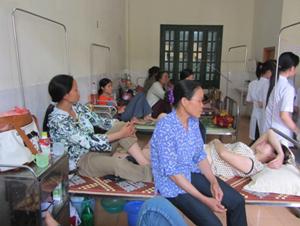 Đông đảo người dân đến khám và điều trị bệnh tại Bệnh viện.