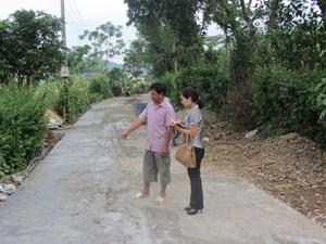 Người dân xóm Đồng Mới đã hiến gần 2.000 m2 đất để mở rộng tuyến đường dài 1 km chạy qua xóm.