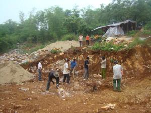 Công trình nước sạch tại xóm Nghẹ, xã Vạn Mai (Mai Châu) đang được khởi công sau thời gian ngừng thi công do điều chỉnh quy hoạch.