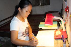 Bùi Thị Thúy Chiều là tấm gương học sinh nghèo vượt khó tiêu biểu của huyện Cao Phong.
