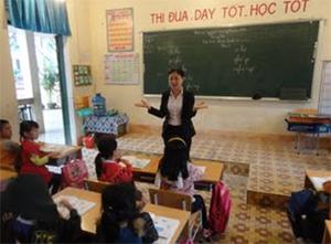 Một giờ trên lớp của cô giáo Nguyễn Thị Lợi, giáo viên trường tiểu học Kim Đồng (thị trấn Đà Bắc).