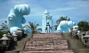 Đài tưởng niệm những chiến sỹ cộng sản đã ngã xuống trong nhà tù Phú Quốc. Ảnh: T.L
