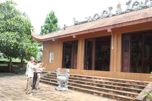 Điểm du lịch văn hoá tâm linh chùa Khánh, xã Yên Thượng thu hút đông đảo du khách vào dịp đầu năm.