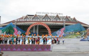 Sân khấu ngoài trời diễn ra các hoạt động chính của Ngày hội tại  Quảng trường Cung văn hoá đã được hoàn thiện.