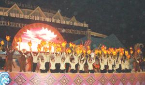 Một cảnh của chương trình nghệ thuật trong đêm tổng duyệt được các đoàn nghệ thuật biểu diễn thành công.