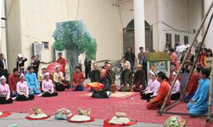 Phần trình diễn Lễ hội Đu vôi của Đoàn Hoà Bình.