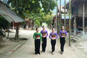Bản Lác, xã Chiềng Châu (Mai Châu) luôn giữ được bản sắc văn hóa Thái truyền thống.