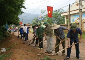 Hội viên Hội CCB xã Xuân Phong tích cực tham gia phong trào xây dựng cơ sở hạ tầng NTM.