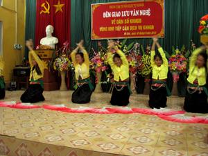 Đêm giao lưu VHVN lồng ghép với truyền thông về DS/KHHGĐ tại xã Tú Sơn (Kim Bôi).