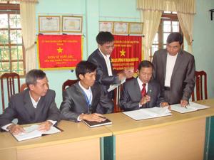 Những năm qua, đội ngũ cán bộ lãnh đạo chủ chốt xã Thu Phong luôn nêu cao tinh thần trách nhiệm, dân chủ thảo luận các vấn đề phát triển KT – XH của địa phương.