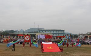 Màn biểu dương lực lượng tại Lễ khai mạc đại hội TDTT huyện Lạc Sơn lần thứ V năm 2013.