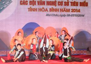 Tiết mục múa của đội văn nghệ xóm Cang – xã Pà Cò (Mai Châu) tại liên hoan.