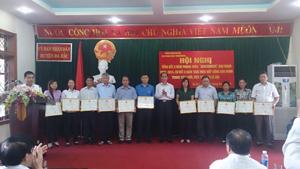 Các đơn vị tiêu biểu đã được nhận giấy khen của UBND huyện trong phong trào xây dựng cơ quan, đơn vị, trường học, doanh nghiệp văn hóa năm nay.