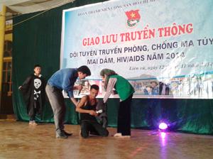 Tiểu phẩm của Đoàn Trường THPT Lạc Sơn về tác hại của ma túy.