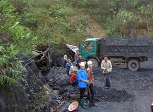 Đến năm 2014, việc khai thác, quặng với quy mô nhỏ lẻ vẫn diễn ra tại xã Cuối Hạ (Kim Bôi).
