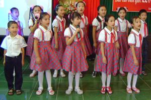 Trẻ em trường tiểu học thị trấn Lương Sơn thường xuyên được tham gia các hoạt động ngoại khóa như thể dục - thể thao, văn hóa - văn nghệ.