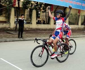 Vận động viên Lê Ngọc Sơn (Đồng Tháp) giành huy chương vàng nội dung xuất phát đồng hành nam.