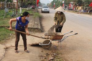 Phụ nữ huyện Tân Lạc đóng góp tích cực vào các hoạt động của đời sống xã hội. Ảnh: Phụ nữ thị trấn Mường Khến triển khai hiệu quả mô hình tự quản vệ sinh môi trường.