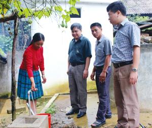 Công trình cấp nước có trụ vòi tại xã Pà Cò (Mai Châu) do Ban Dân tộc tỉnh làm chủ đầu tư được bàn giao cho UBND xã quản lý, vận hành, góp phần phát huy hiệu quả công trình bền vững.