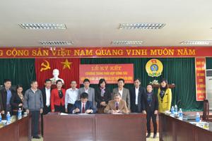 Lãnh đạo LĐLĐ tỉnh và Cục Thuế tỉnh ký kết chương trình phối hợp về việc thu phí công đoàn.