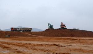 Hạ tầng kỹ thuật cụm công nghiệp Khoang U, xã ân Nghĩa (Lạc Sơn) vẫn đang trong giai đoạn thi công dở dang.