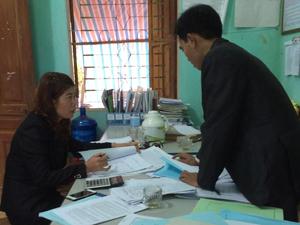 Kiểm tra công tác DS/KHHGĐ tại xã Định Cư – Lạc Sơn.