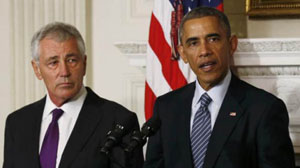 Tổng thống Mỹ Barack Obama (bên phải) và Bộ trưởng Quốc phòng Mỹ Chuck Hagel trong khi công bố về việc ông Hagel từ chức, ngày 24-11-2014. (Ảnh: Reuters)