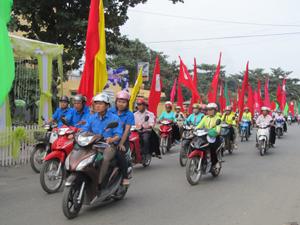 Diễu hành hưởng ứng Ngày nhà tiêu thế giới năm 2014 trên địa bàn huyện Kim Bôi.