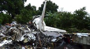 Hiện trường vụ máy bay AN-12 rơi tại Nam Xu-đăng. Ảnh ROI-TƠ