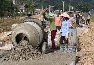Tuyến đường bê tông liên thông Quyết Chiến - Tân Tiến - Hào Phong, xã Hào Lý (Đà Bắc)  được đầu tư với tổng số vốn 22.894 triệu đồng, trong đó, nhân dân đóng góp 1.050 triệu đồng.