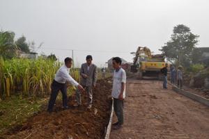 Thực hiện chương trình MTQG về xây dựng NTM, MTTQ xã Bắc Phong (Cao Phong) đã tuyên truyền, vận động nhân dân hiến hàng nghìn m2 đất làm đường GTNT.