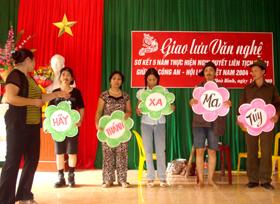 Tuyên truyền phòng chống ma tuý, HIV/AIDS được tổ chức dưới hình thức sân khấu hoá.