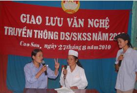 Đội tuyên truyền viên nòng cốt xã Cao Sơn (Đà Bắc) truyền thông thay đổi hành vi dân số/SKSS.