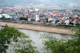 Một góc nhìn thành phố bên sông Đà.