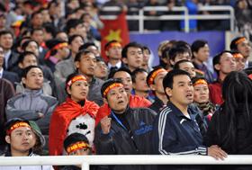 Người hâm mộ đã trải qua nhiều cung bậc cảm xúc khi chứng kiến đội nhà giành thắng lợi nghẹt thở trước Singapore, qua đó vào bán kết với ngôi nhất bảng B (gặp Malaysia).