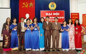 Ban chấp hành Công đoàn Bưu điện tỉnh khoá II, nhiệm kỳ 2010 – 2013 ra mắt đại hội.