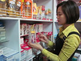 Bình sữa thủy tinh được nhiều người tiêu dùng quan tâm sau khi có thông tin UB Châu Âu cấm sử dụng chất BPA trong các sản phẩm chai nhựa dành cho trẻ.