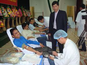 CBCNV-LĐ tham gia hiến máu tình nguyện