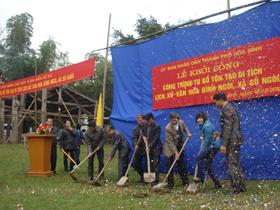 Lãnh đạo UBND thành phố Hòa Bình, Bảo tàng tỉnh và xã Sủ Ngòi khởi công tu bổ, tôn tạo di tích lịch sử văn hóa Đình Ngòi.