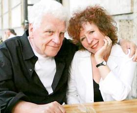 Vợ chồng nhà văn Tankred Dorst, người viết lời thoại cho vở kịch