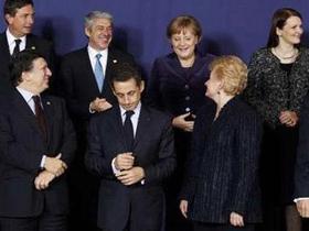Các nhà lãnh đạo EU trò chuyện bên lề Hội nghị Thượng đỉnh Brussels ngày 16-12.