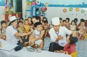 Công tác chăm sóc sức khỏe học đường ở huyện Lạc Thủy được quan tâm.