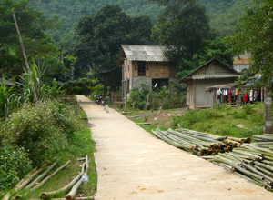 Xóm Đồng Bảng đã bê tông hóa GTNT, giữ gìn vệ sinh đường làng, ngõ xóm sạch, đẹp.