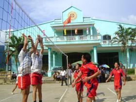 Huyện Kim Bôi thường xuyên tổ chức các môn bóng chuyền thu hút đông đảo VĐV và quần chúng nhân dân tham gia.