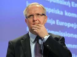 Ủy viên châu Âu về dịch vụ kinh tế và tiền tệ Olli Rehn phát biểu tại hội nghị bộ trưởng tài chính châu Âu.
