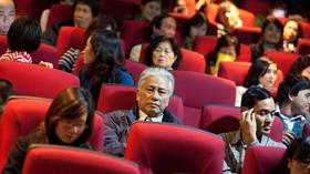 Khán giả chờ xem phim Tâm hồn mẹ.