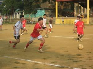 Các VĐV tích cực thi đấu tại giải.