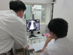 Chụp X quang tại Ban Bảo vệ, chăm sóc sức khỏe cán bộ tỉnh.