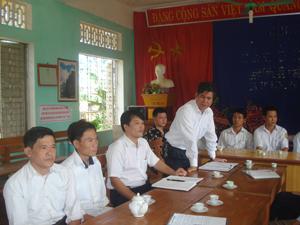 Đảng ủy xã Tú Sơn (Kim Bôi) triển khai Nghị quyết Đại hội Đảng các cấp đến các chi bộ Đảng vùng thung Rếch.